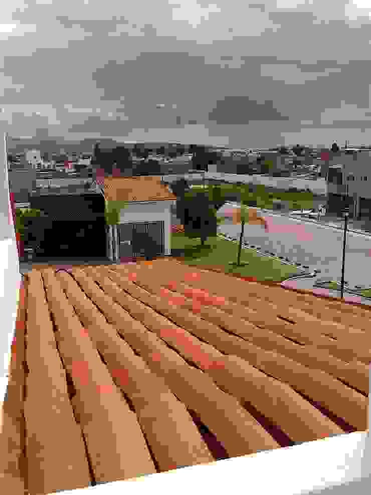 Casa Mag Pasillos, vestíbulos y escaleras modernos de CONSTRUCTORA ARQOCE Moderno
