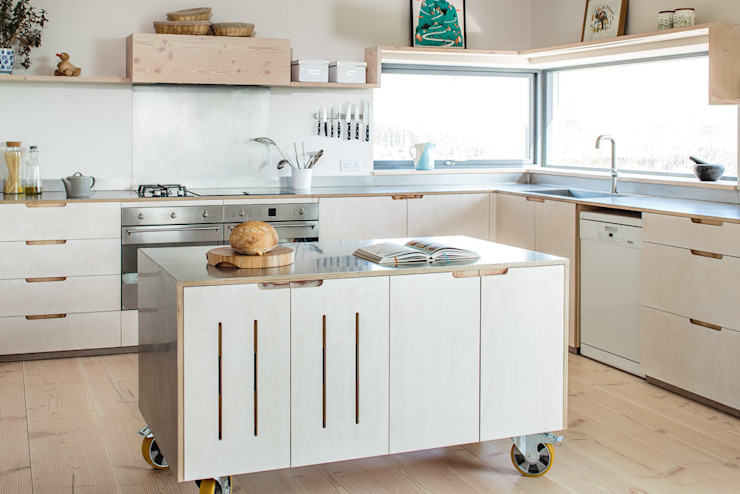 Contemporary Eco Kitchen in the Cotswolds:  Küche von homify,
