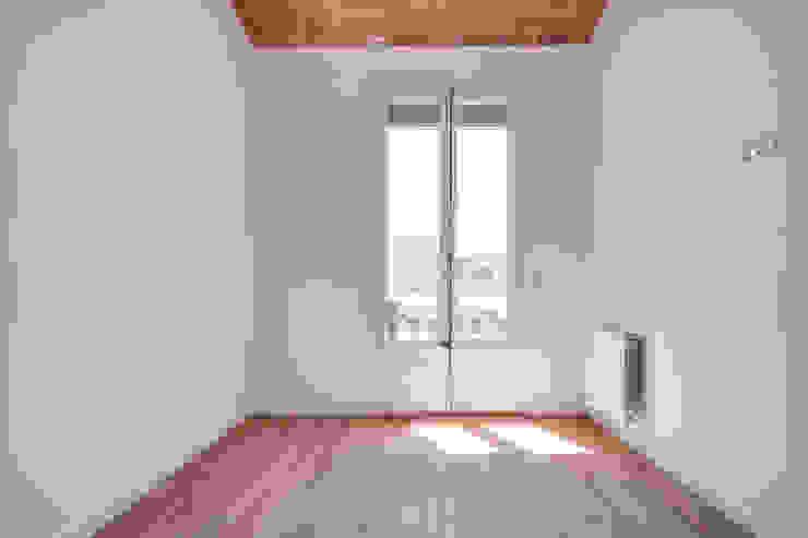 Minimalist bedroom by ELIX Minimalist