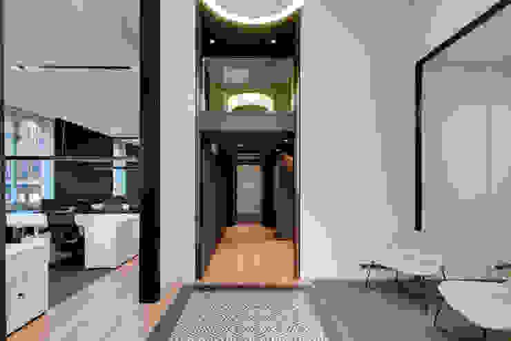 Entrada oficina ELIX Estudios y despachos de estilo minimalista de ELIX Minimalista