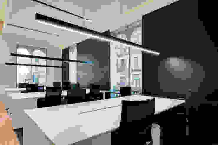 Espacio de trabajo oficina ELIX Estudios y despachos de estilo minimalista de ELIX Minimalista