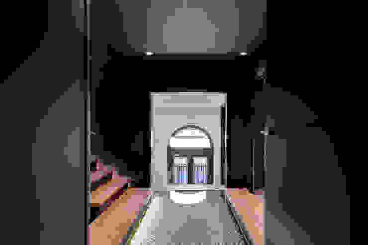 Escalera oficina ELIX Estudios y despachos de estilo minimalista de ELIX Minimalista
