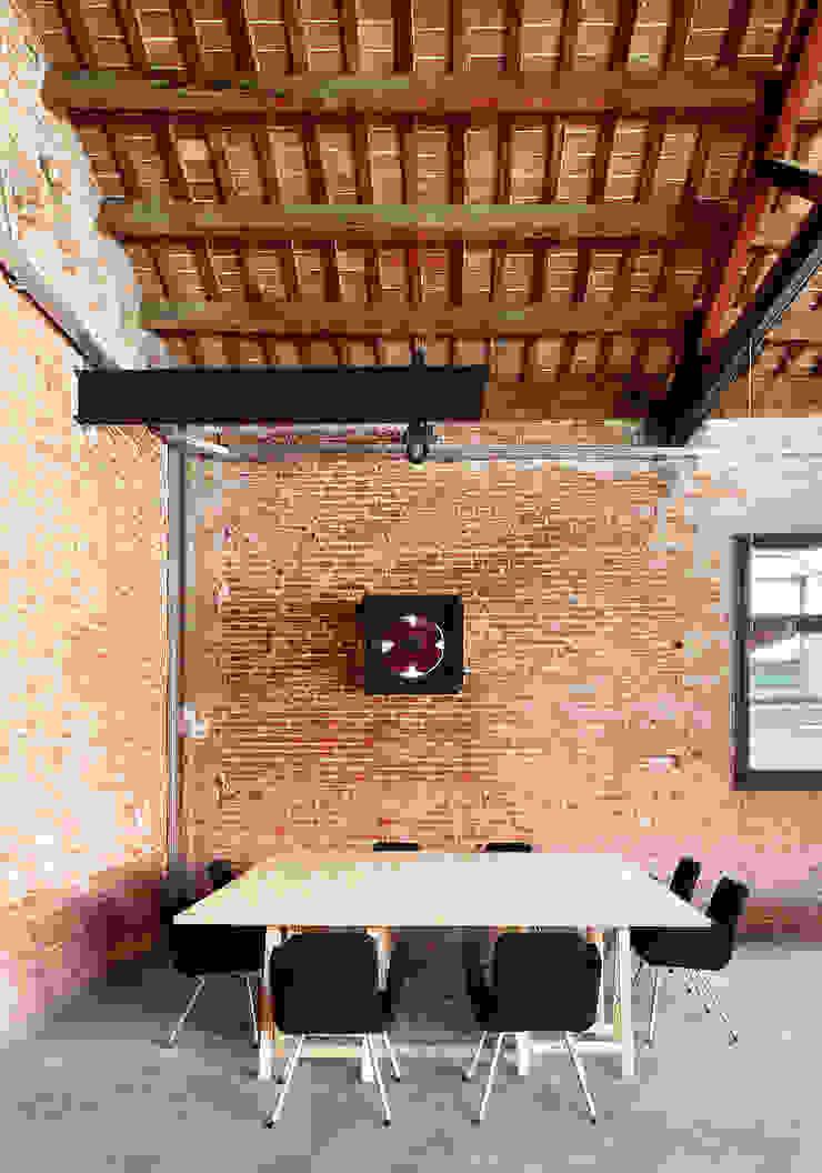La fábrica Estudios y despachos de estilo industrial de Pepe Gascón arquitectura Industrial