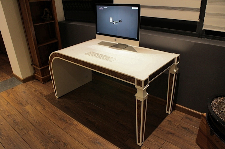 Bureau intéractif - Louis XVI revisité en Solid-Surface V-korr par homify Moderne