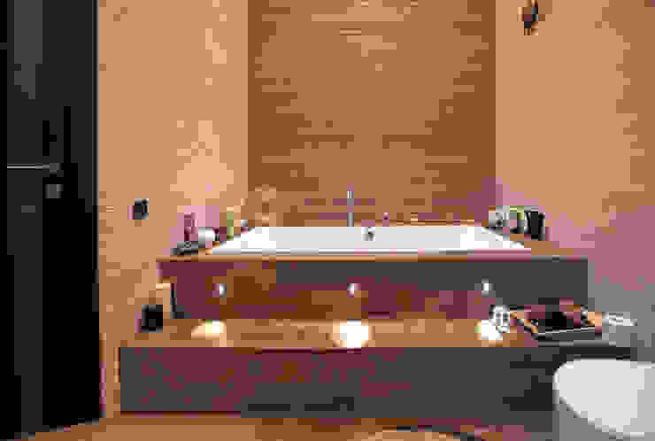 Двухуровневая квартира Ванная комната в стиле модерн от Александр Михайлик Модерн