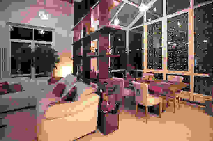 Двухуровневая квартира Гостиная в стиле модерн от Александр Михайлик Модерн