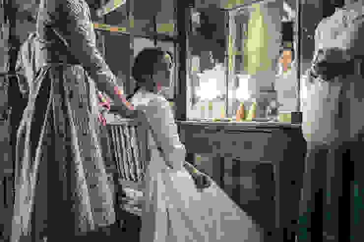 """Primeras imágenes de la película """"La Novia"""" Dormitorios de estilo clásico de Alba Martín Vidrio Soplado Clásico"""