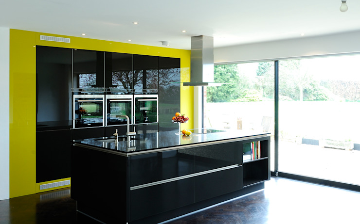 A modern kitchen in rural location Modern kitchen by Urban Myth Modern
