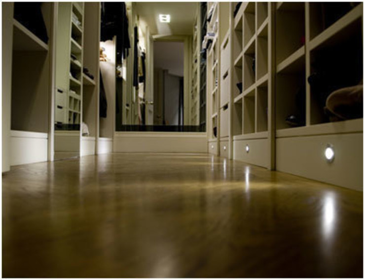 Stunning wood floors and ample storage : classic  by PAD ARCHITECTS, Classic