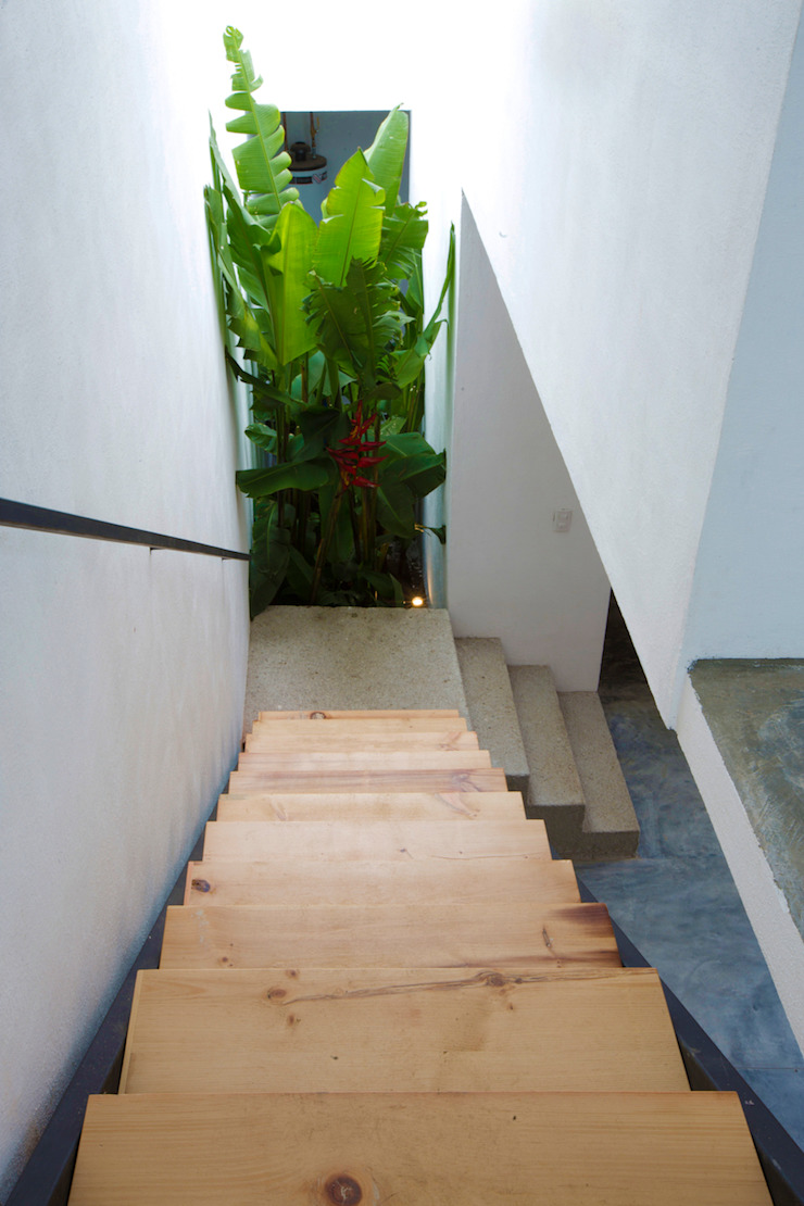 Hành lang, sảnh & cầu thang phong cách hiện đại bởi rOOtstudio Hiện đại