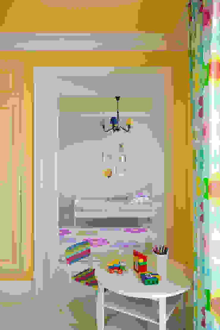 Вид из игровой. Оксана Панфилова Детская комнатa в классическом стиле