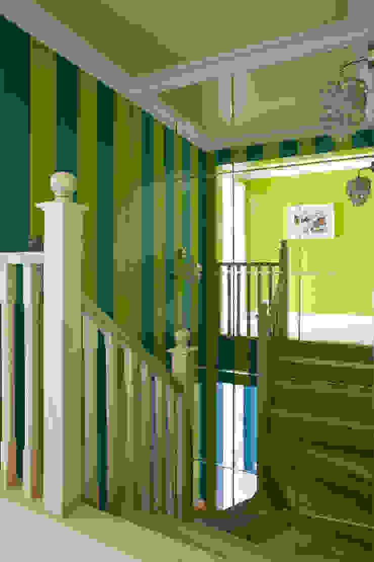 Лестница на 2й этаж. Оксана Панфилова Коридор, прихожая и лестница в эклектичном стиле