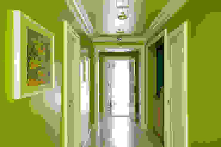 Галерея 2 го этажа. Коридор, прихожая и лестница в эклектичном стиле от Оксана Панфилова Эклектичный