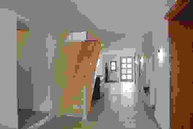 Ullerting 8 - Wohnhaus R+B Moderner Flur, Diele & Treppenhaus von Nico Wallner Architekt Modern