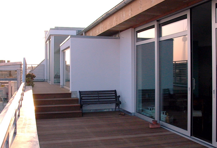 Choriner Straße 20/21 HAB - Hoyer Architekten Berlin Minimalistischer Balkon, Veranda & Terrasse