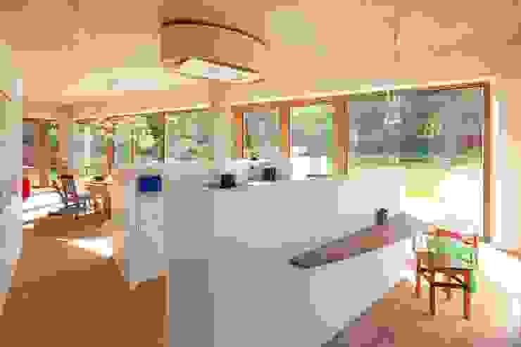 Cocinas de estilo moderno de hasa architecten bvba Moderno