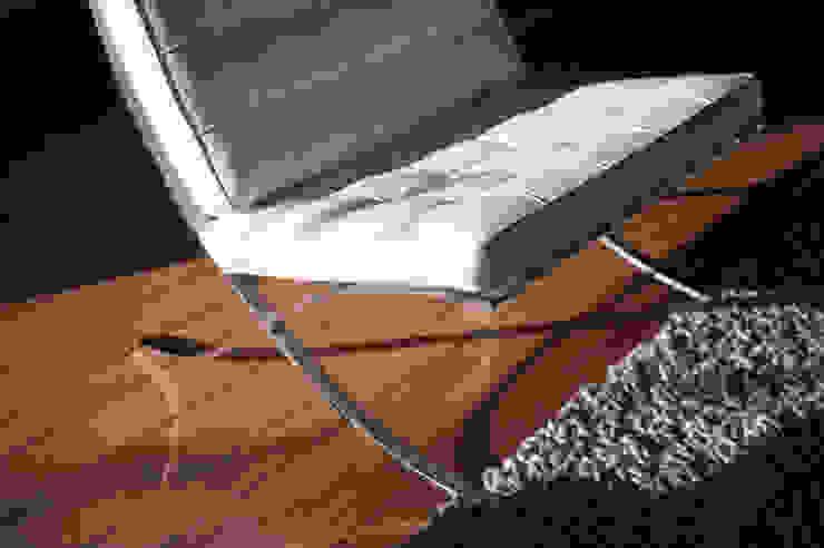 Interieuradvies en levering van meubilair en verlichting:  Woonkamer door Mood Interieur,