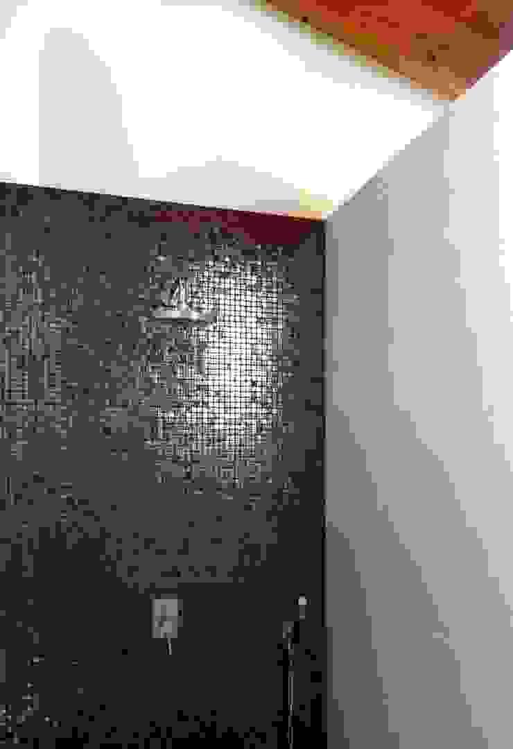 Bio Domus D.01, una casa di pregio, bioclimatica ed eco-sostenibile progettata per il comfort, l'eleganza e il benessere. Aroma Italiano Eco Design Bagno moderno Vetro Nero