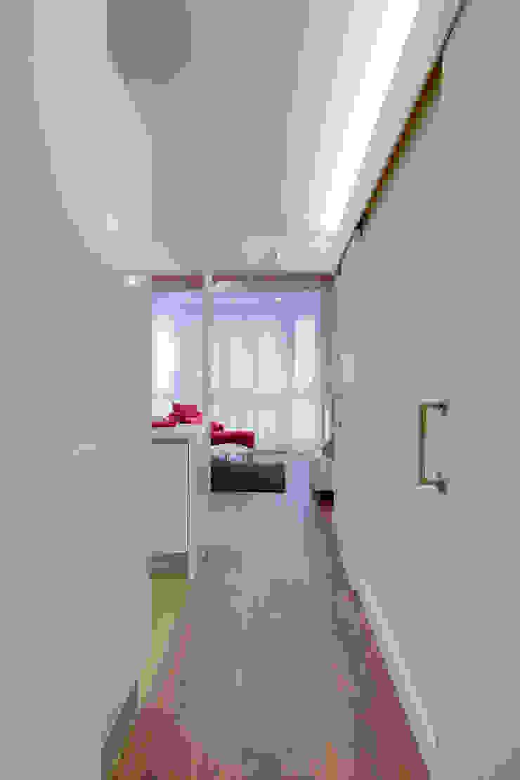 Corredores, halls e escadas minimalistas por ELIX Minimalista