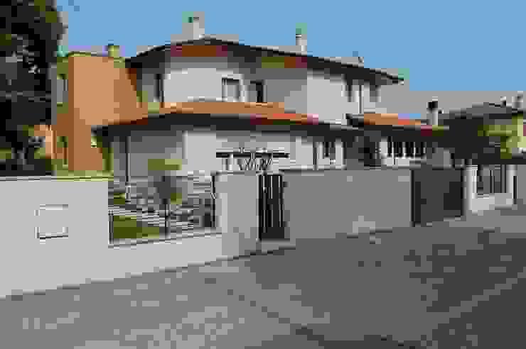 Vista esterna Case moderne di studio 2a+g Moderno