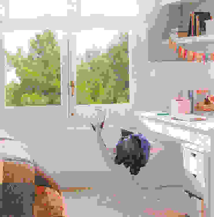 Vivienda unifamiliar en Barcelona Dormitorios infantiles de estilo clásico de Coton et Bois Clásico