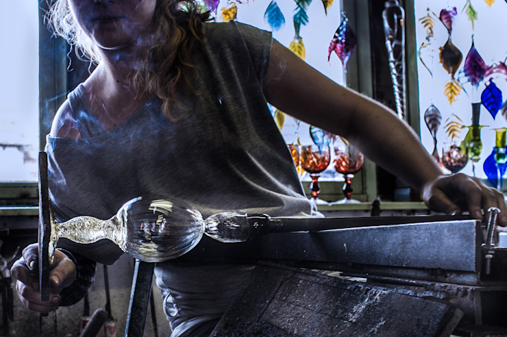 El proceso del vidrio soplado Yates y jets de estilo moderno de Alba Martín Vidrio Soplado Moderno