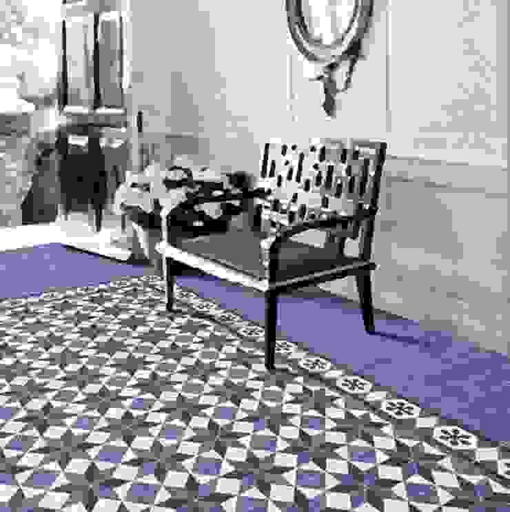 Victorian Pasillos, vestíbulos y escaleras de estilo rústico de INTERAZULEJO Rústico