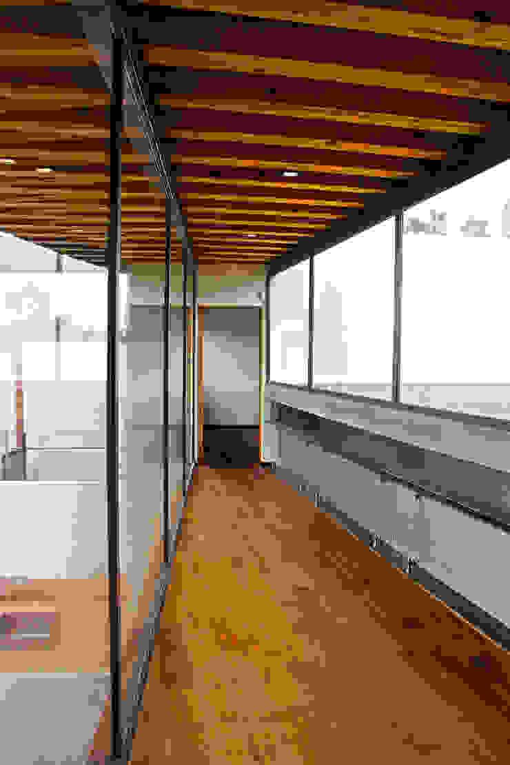 Casa FAR Pasillos, vestíbulos y escaleras modernos de VG+VM Arquitectos Moderno