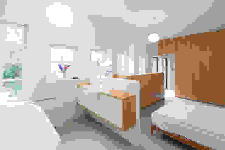 Slaapkamer met inloop badkamer Industriële slaapkamers van homify Industrieel