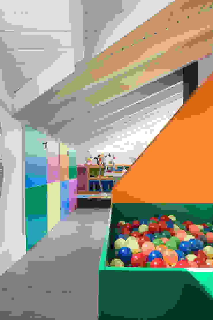 MCP01 | Brinquedoteca Quarto infantil moderno por Kali Arquitetura Moderno