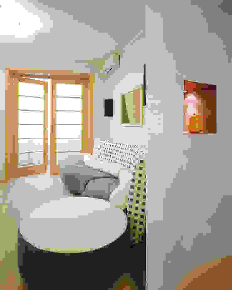 Балтийские дюны Гостиная в стиле минимализм от Studio B&L Минимализм