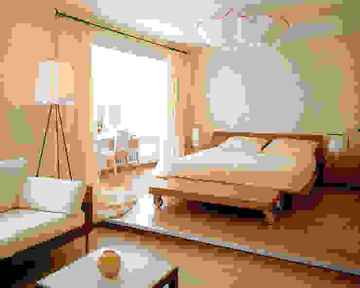 Балтийские дюны Спальня в стиле минимализм от Studio B&L Минимализм