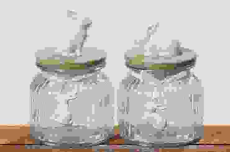 Szklany słój do przechowywania z zajączkiem, miętowa ceramiczna pokrywka: styl , w kategorii Kuchnia zaprojektowany przez Silly Design - prezentowa porcelana,