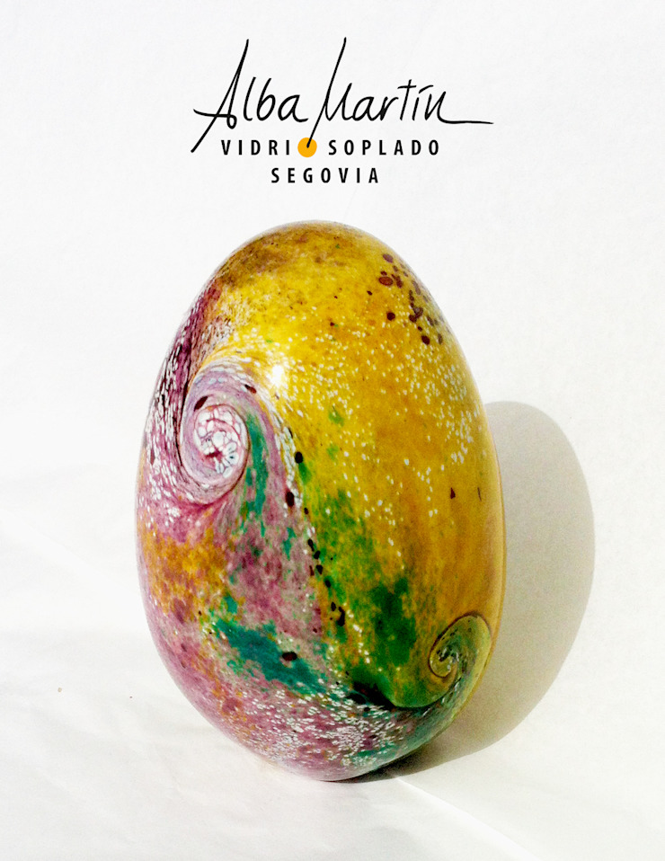 """Huevos de critter"" Vidrio Soplado Salones de estilo moderno de Alba Martín Vidrio Soplado Moderno"