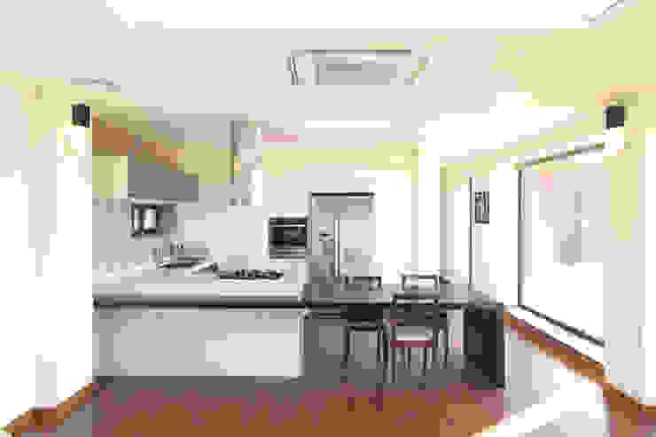 양평 회현리주택의 개방형주방: 주택설계전문 디자인그룹 홈스타일토토의  주방,모던
