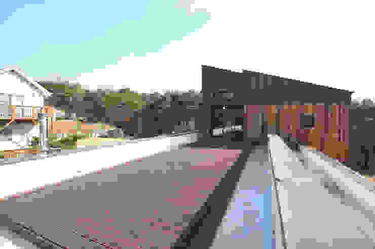 Modern style balcony, porch & terrace by 주택설계전문 디자인그룹 홈스타일토토 Modern