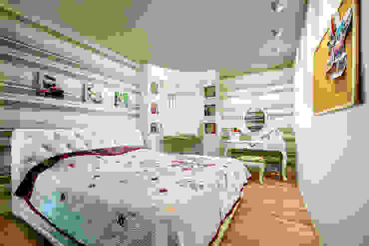 Проект 3х комнатной квартиры-студии 95 м² Спальня в эклектичном стиле от SAZONOVA group Эклектичный