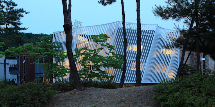 IROJE KIMHYOMAN Modern houses