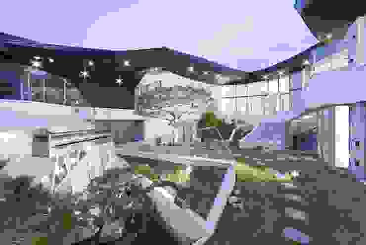 Jardines de estilo moderno de IROJE KIMHYOMAN Moderno