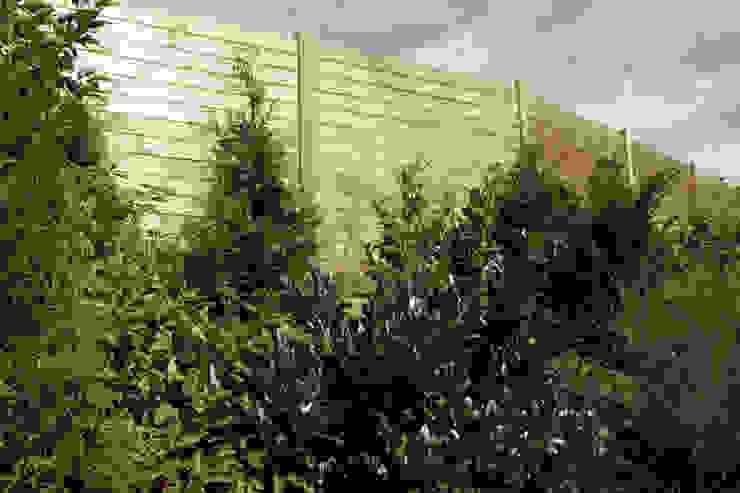 Schallschutzzaun Horizontal Braun & Würfele - Holz im Garten Moderner Garten Holz-Kunststoff-Verbund