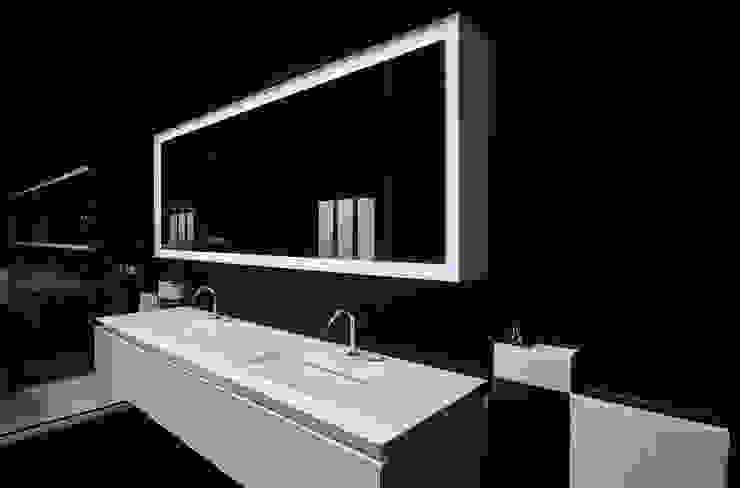 モダンスタイルの お風呂 の Ri.fra mobili s.r.l. モダン