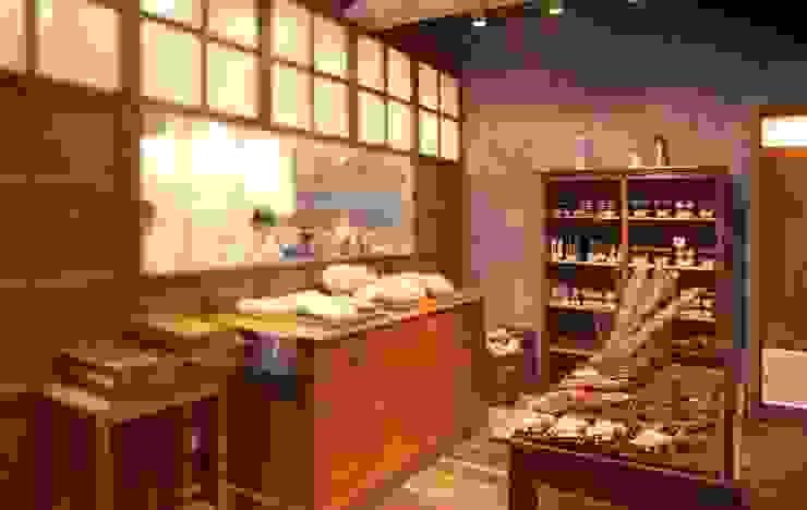 Royal Garden Cafe Aoyama の 窪田建築都市研究所 有限会社