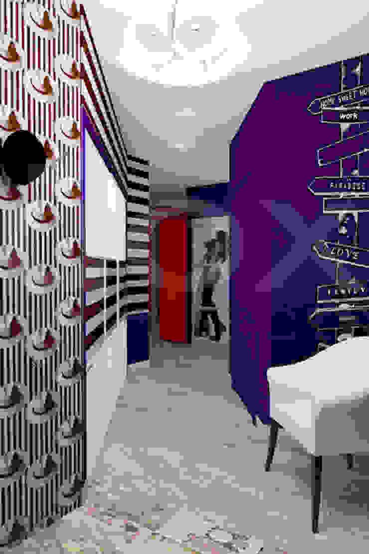 Квартира <q>POPart&cocaCOla</q> Коридор, прихожая и лестница в эклектичном стиле от ЙОХ architects Эклектичный