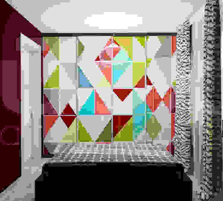 Квартира <q>POPart&cocaCOla</q> Спальня в эклектичном стиле от ЙОХ architects Эклектичный
