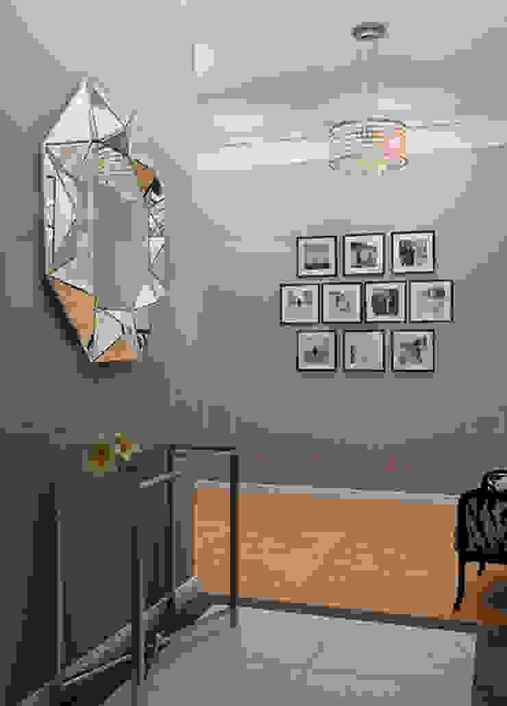 Квартира <q>Райские птицы</q> Коридор, прихожая и лестница в эклектичном стиле от ЙОХ architects Эклектичный