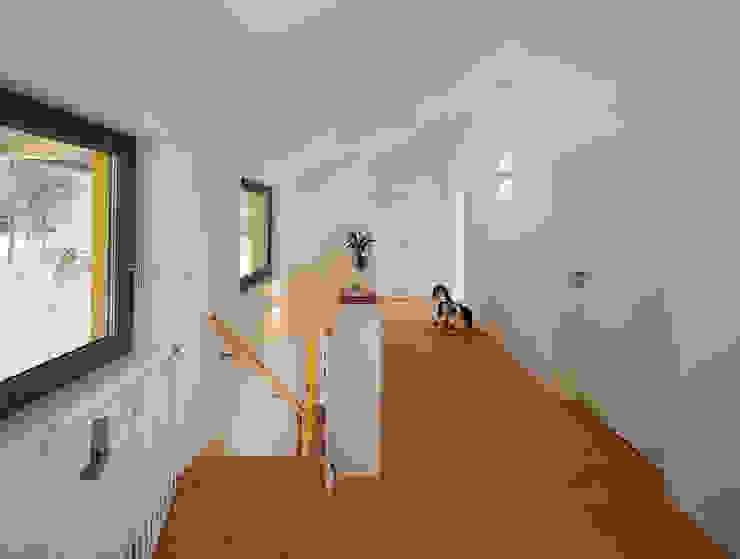 Flur Moderner Flur, Diele & Treppenhaus von gondesen architekt Modern