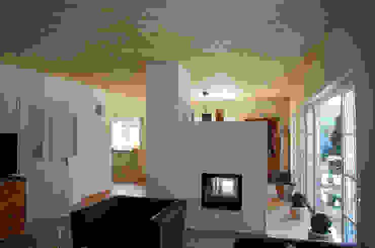 Wohn-, & Essbereich Wohnzimmer im Landhausstil von arieltecture Gesellschaft von Architekten mbH BDA Landhaus