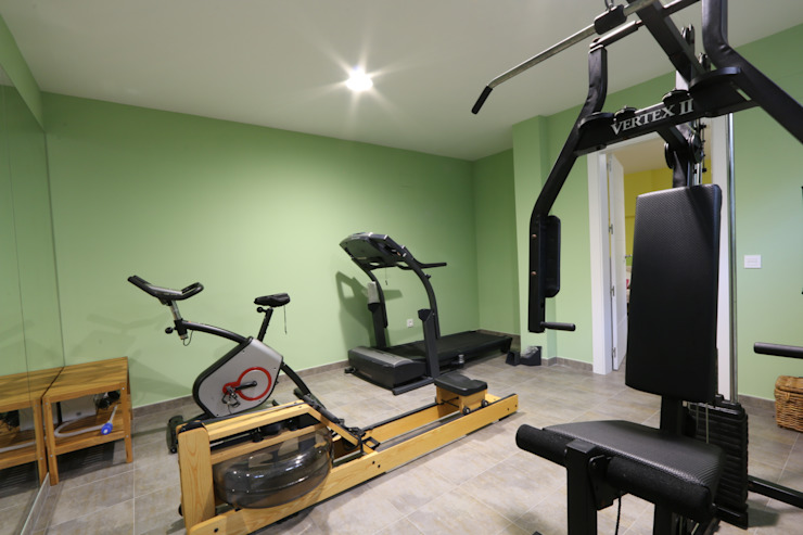 Modern gym by Canexel Modern