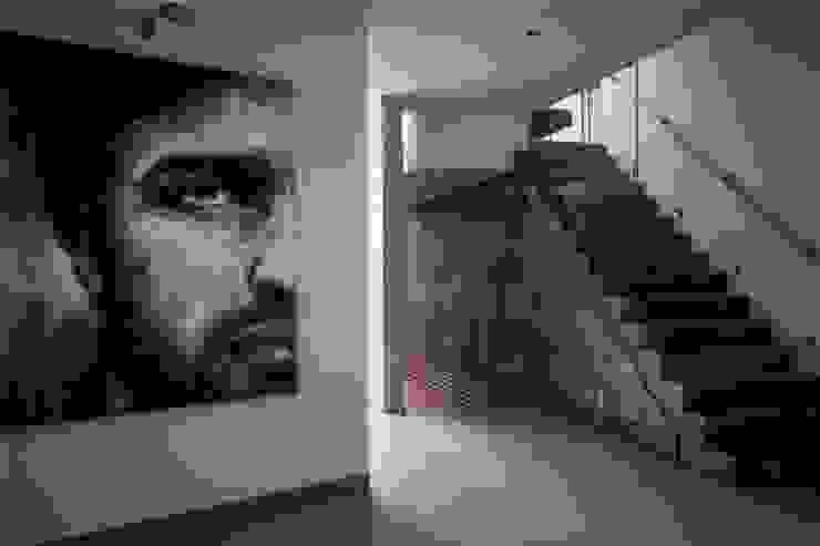 GRUPO VOLTA Couloir, entrée, escaliers modernes