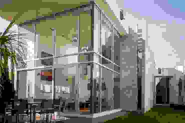 Maisons modernes par GRUPO VOLTA Moderne